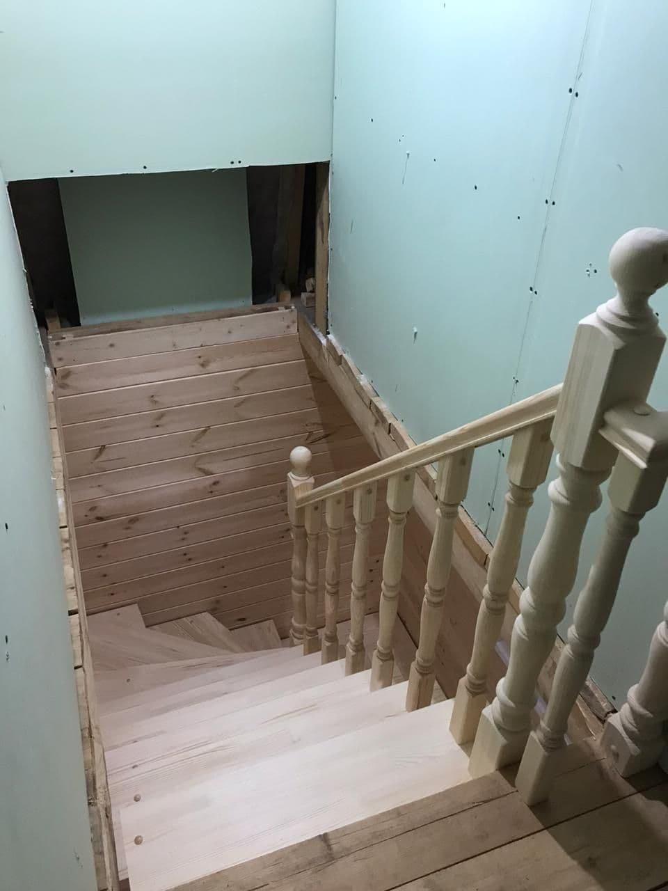 Лестница с поворотом на 180